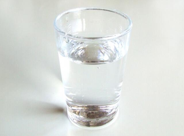 グラスの水
